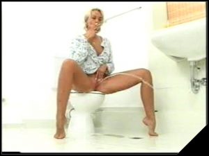 Extra at College Girls Pooping 5 part 7 [Scat, Peeing]