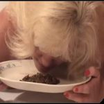 Amateur Piggy -Carol eats [Scat, shit,defecation, smearing,masturbation,eat shit]