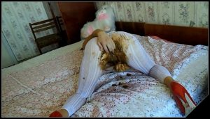 BigTitsAlisa – White Pantyhose Full of Shit [Scat solo, shit, defecation, shitty ass, dirty pantyhose, big shit, smearing, masturbation]