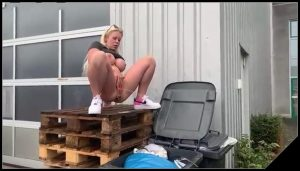 Blonde shit in a trash can [Scat solo, shit, defecation, Pissing, Big Shit, Dirty Ass, Masturbation]